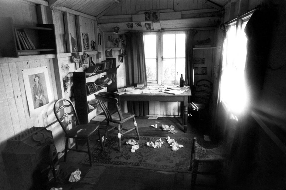 Dylan Thomas writing shed